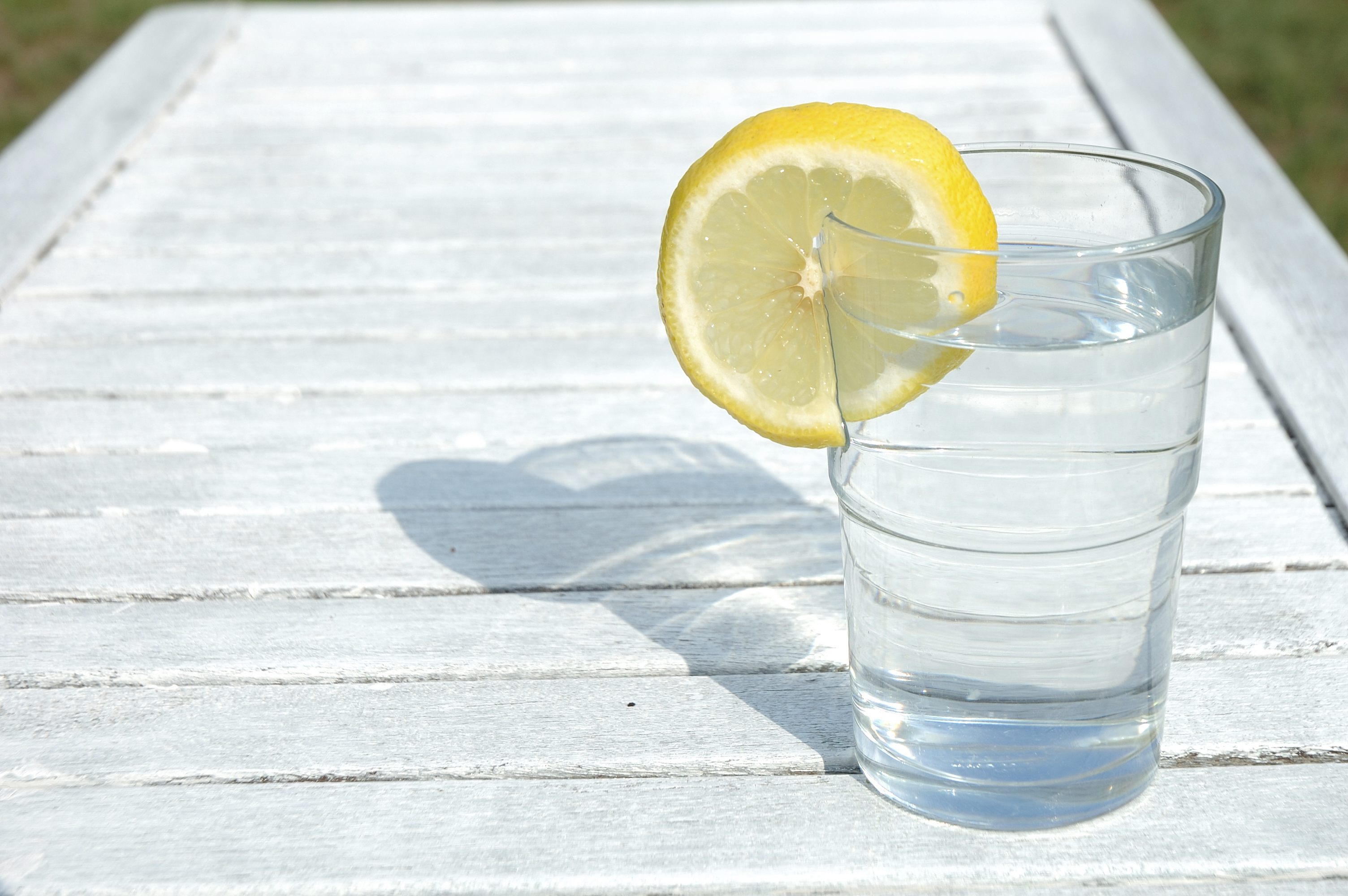7 Reasons You Should Be Drinking Lemon Water Every Morning